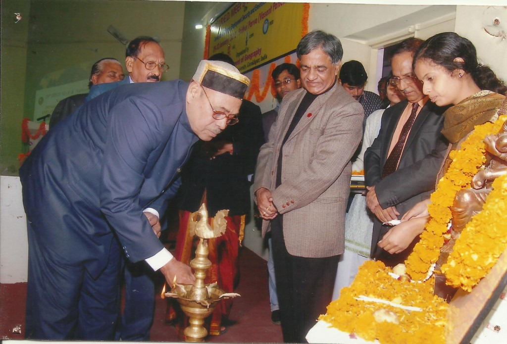 Prof. Jagdish Singh, Lighting the lamp on eve of 20th Prithvi Parv