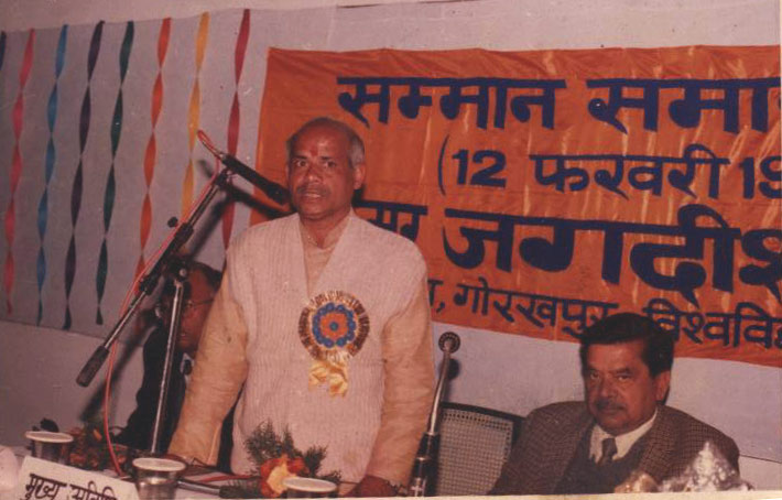 Srti Shiva Pratap Shukla addressing on eve of Pritvi Parva in felicitation of Prof. Jagdish Singh